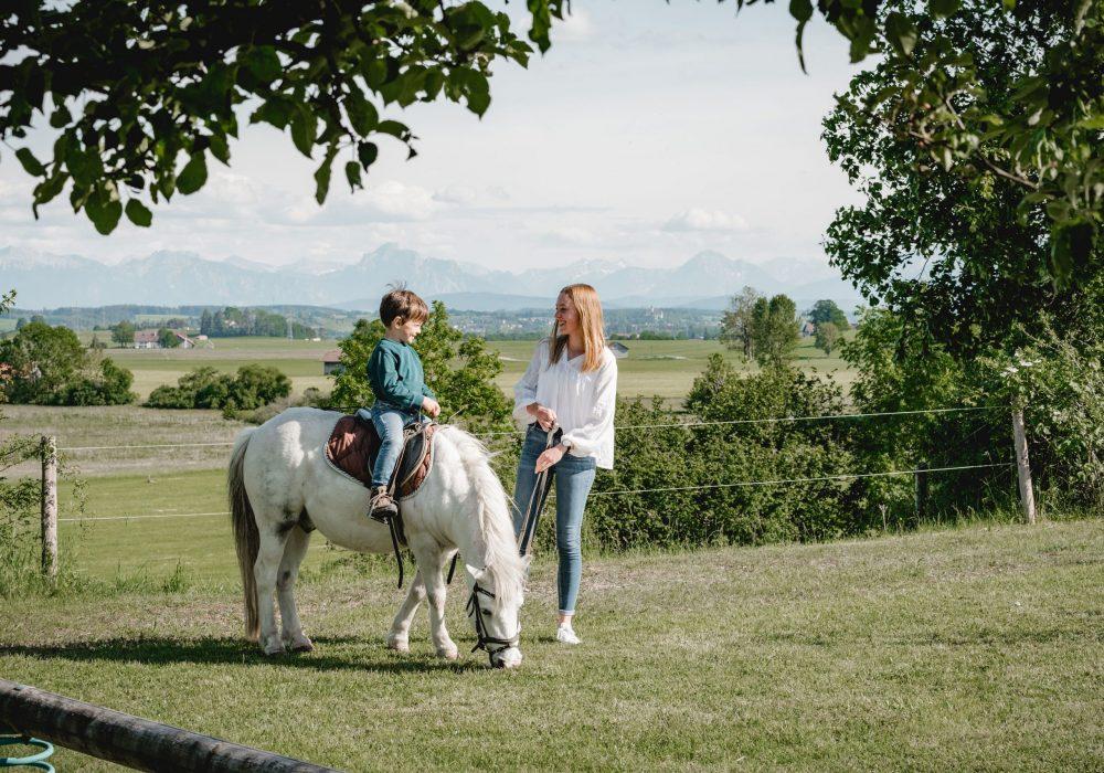 Kleine Pause beim Pony reiten